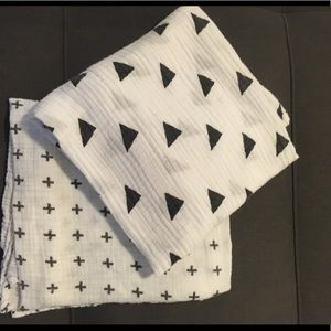 Other - Set of 2 black/white swaddlers